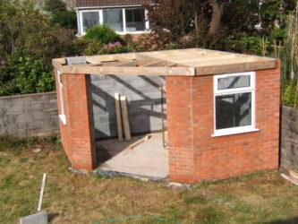 Как построить сарай из кирпича?