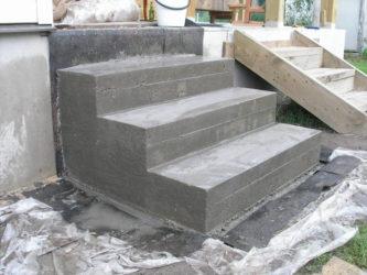 Как построить крыльцо из бетона своими руками?